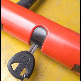空回りするバイクのU字ロックを解錠|鍵の交換・修理・取付事例
