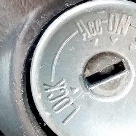 車のキーが折れた為カギ抜きと鍵作成|鍵の交換・修理・取付事例